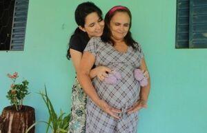 Avó emagreceu 11 kg e voltou a menstruar para gerar netas