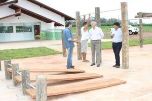 Jorge visitou  a obra que já recebeu as novas cores da administração