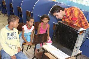 Projeto conta com aulas de computação para as crianças